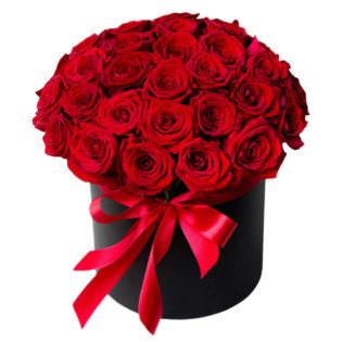 Цветы в коробке с розами