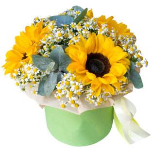 Цветы в коробке с подсолнухами